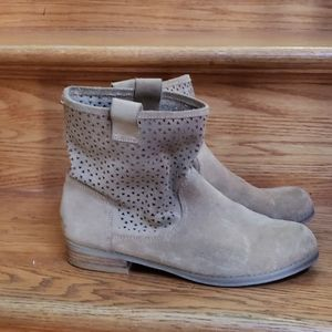 Sole Society 7.5M tan suede ankle boots